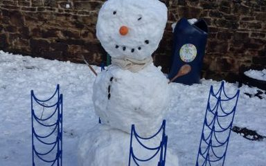 Year 1 Holly meet Fluffy, a snowman and some cress!