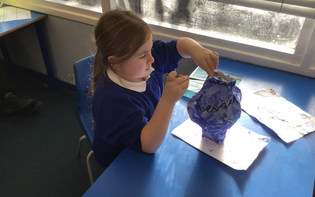 Year 5 create Greek vases!